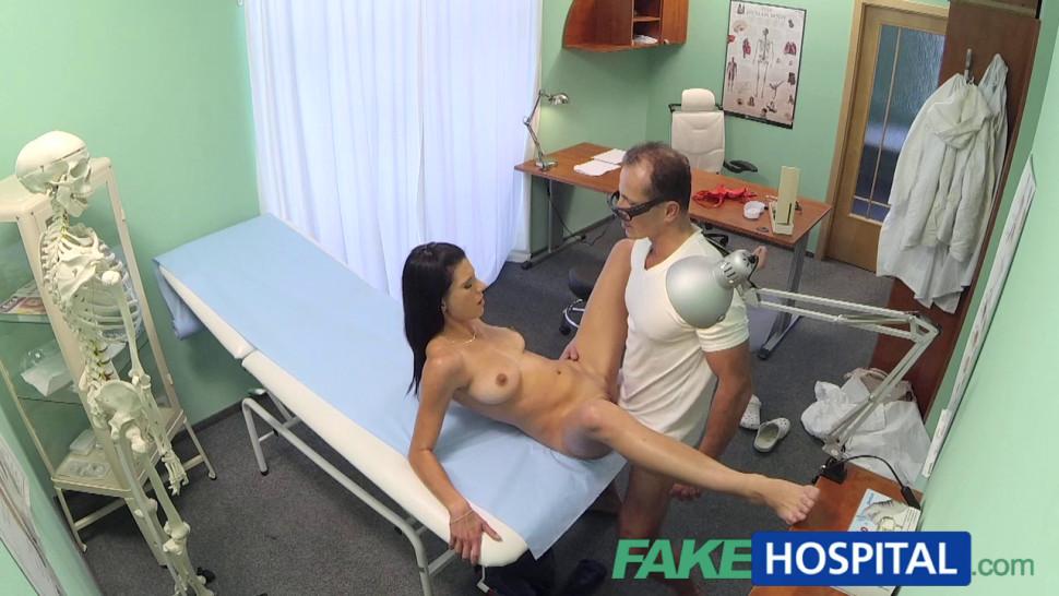 vrach-i-patsient-skritaya-kamera