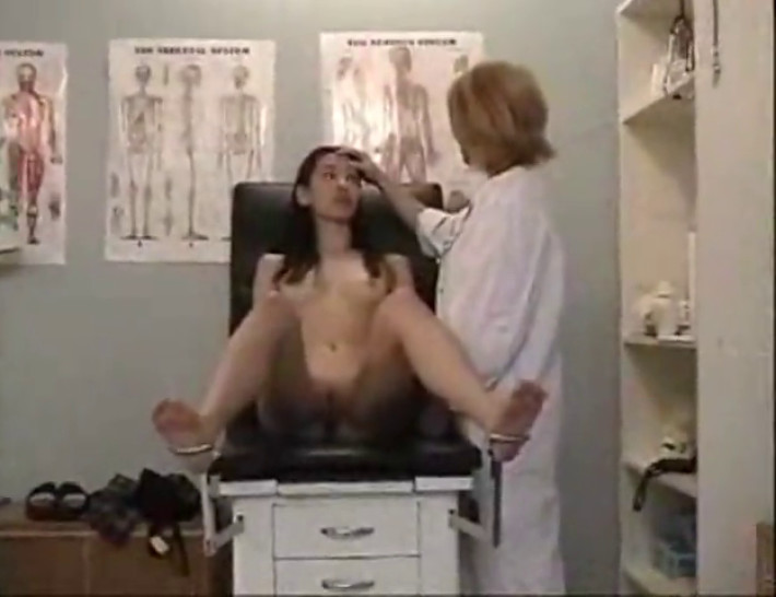 porno-video-skritaya-kamera-u-doktora