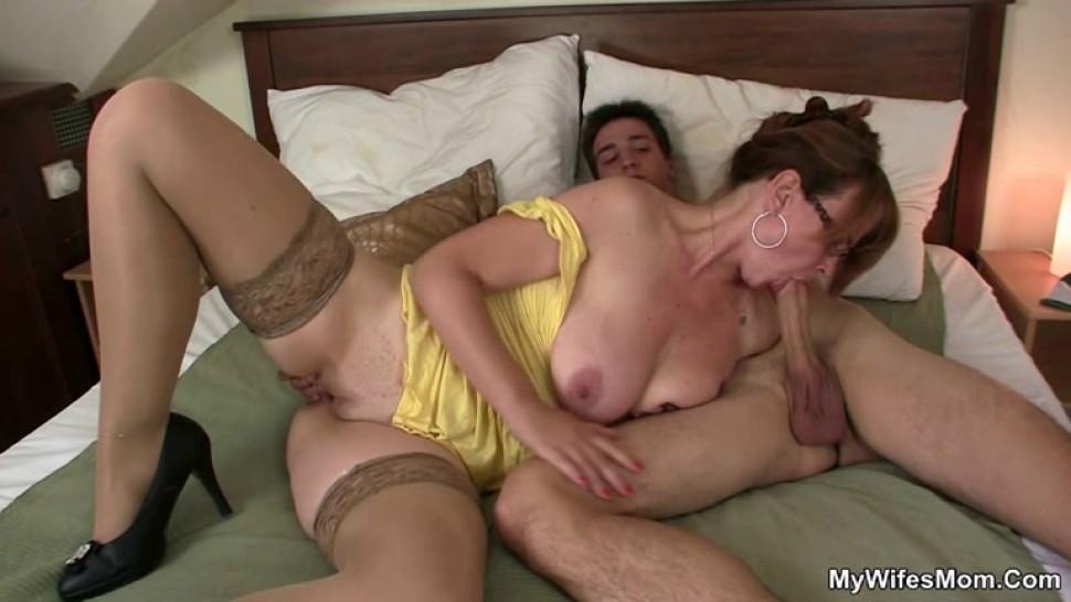porno-krasilas-v-vannoy