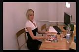 Blonde Sekretaerin vom Chef gefickt