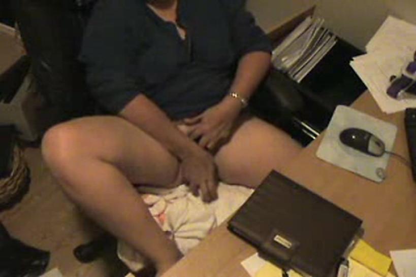 Жена за компом камера подглядывание