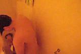 shower voyeur gluren onder de douche