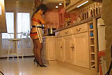 il l'encule dans la cuisine
