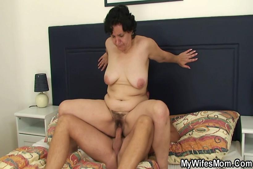 porno-babushki-masturbiruyut