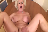 Mature granny cocksucks after pussysex